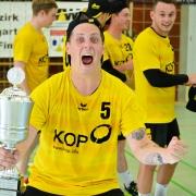 Kapitän Sascha Wilhelm freut sich zum dritten Mal seit 2014 über den Pokalsieg. Bild: Barth