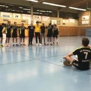 Nach dem Spiel verabschiedeten die A-Jugendlichen ihre Mitspieler Thomas und Nici.