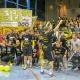 Ausgelassen feierte die Mannschaft mit den besten Fans der Liga den Aufstieg in Ditzingen. Foto: GSSportfoto