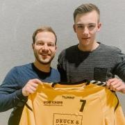 Luis Kuhnle (rechts) kehrt zur SG Weinstadt zurück. Unseren Sportlichen Leiter Patrick Sayer freut's!